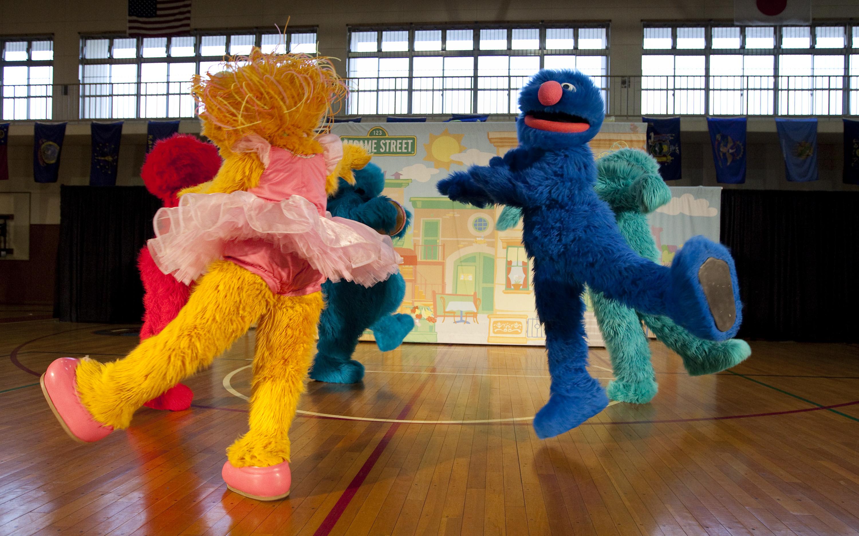 The Sesame Street/USO Experience Tours Atsugi Naval Air ...