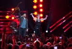 Kristian Bush (l) and Jennifer Nettles from band Sugarland