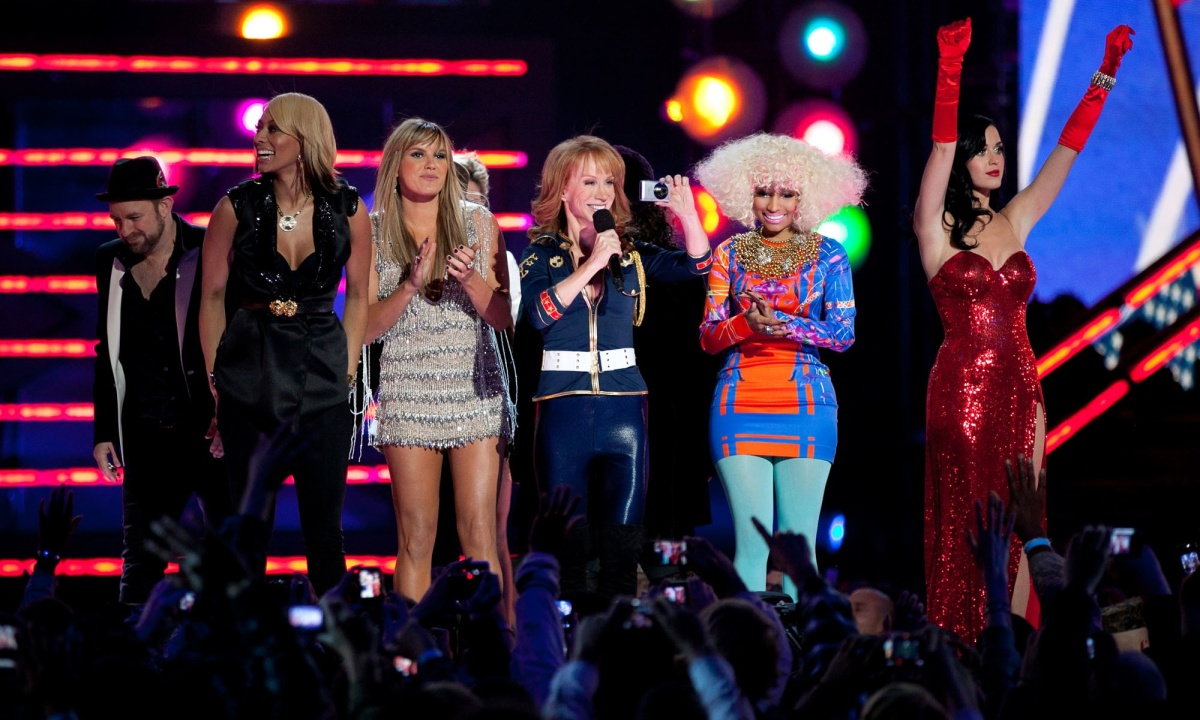 """Divas"" Kristian Bush, Keri Hilson, Grace Potter, Jennifer Nettles (partly blocked by Potter) comedian Kathy Griffin, Nicky Minaj, and Katy Perry"