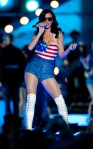 "Katy Perry performs ""California Gurls"""