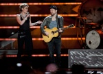 Jennifer Nettles (l) and  Kristian Bush from band Sugarland
