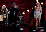 Ann Wilson (2nd l) from Heart sings with Grace Potter (r) and the Nocturnals