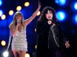 Ann Wilson (r) from Heart sings with Grace Potter (l) and the Nocturnals