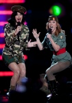 Singer Katy Perry (l) and comedian Kathy Griffin