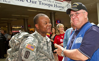 A welcome home at Hartsfield-Jackson Atlanta International Airport. USO photo by Michael Clifton