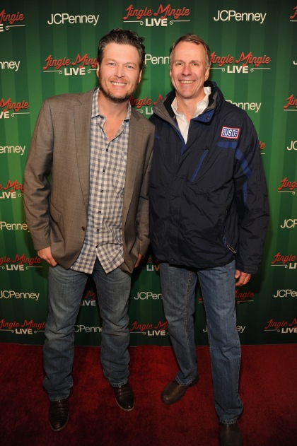 Singer Blake Shelton and USO President and CEO John Pray attend a surprise holiday event courtesy of JCPenney on Dec. 19 at Greeley Square Park in New York. Photo by Kevin Mazur/Getty Images