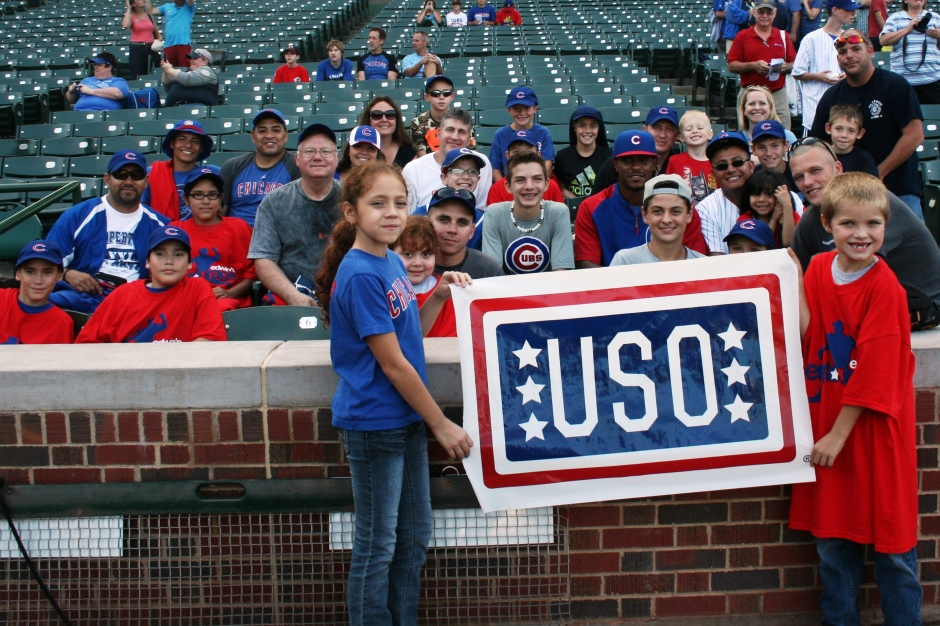 Cubs' Edwin Jackson with military families from the USO of Illinois. Photo courtesy of the Chicago Cubs.