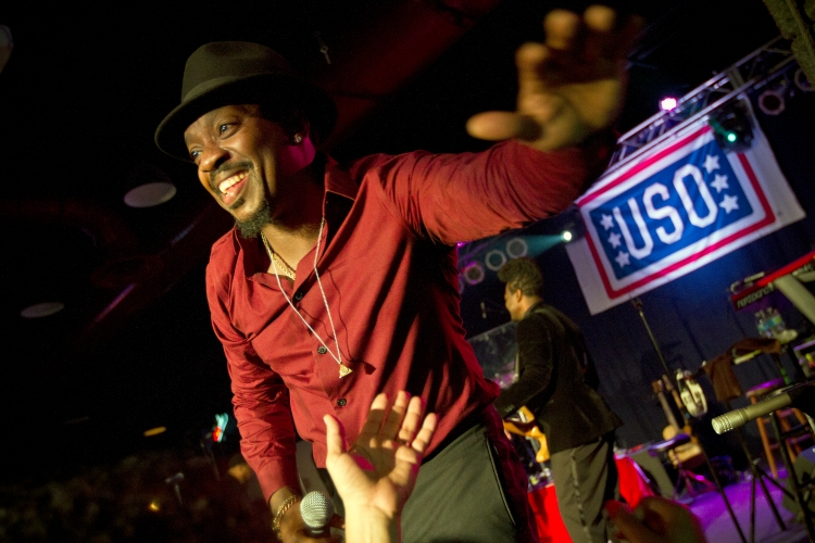 Anthony Hamilton performs in Fort Bragg, NC. USO photo