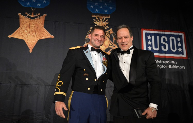 Sebastian Junger accepts the Legacy of Hope Award. USO Photo by Mike Theiler