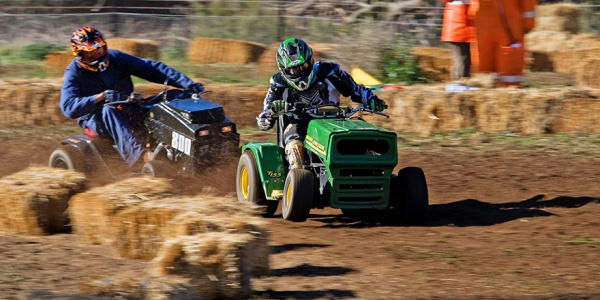 2007_swifts_creek_lawnmower_races04_edit